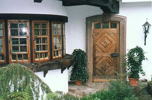 restaurierte und wieder eingebaute historische haust r alles neu i. Black Bedroom Furniture Sets. Home Design Ideas