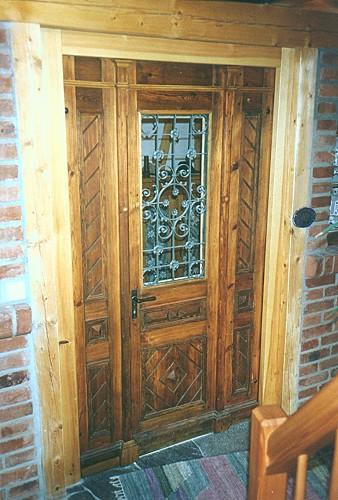 restaurierte und wieder eingebaute historische haust r alles neu ii. Black Bedroom Furniture Sets. Home Design Ideas