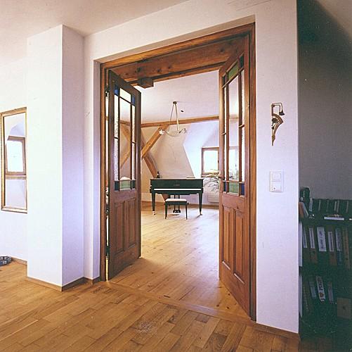 restaurierte und wieder eingebaute historische zimmert r raumwirkung. Black Bedroom Furniture Sets. Home Design Ideas