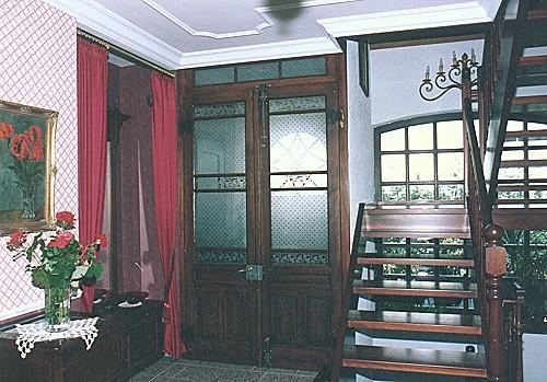 restaurierte und wieder eingebaute historische zimmert r windfang. Black Bedroom Furniture Sets. Home Design Ideas