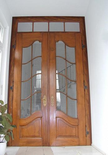 restaurierte und wieder eingebaute zweifl gelige historische zimmert r als windfang. Black Bedroom Furniture Sets. Home Design Ideas