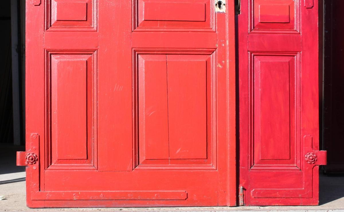 rote haust r ein angebot aus der rubrik mehrfl gelige historische haust ren alle h hen von. Black Bedroom Furniture Sets. Home Design Ideas