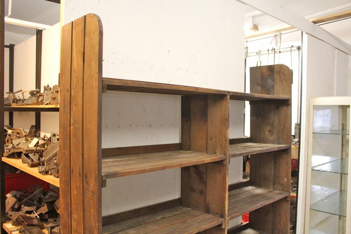 altes holz und lagerregal ein angebot aus der rubrik mobiliar f r innen und au en von. Black Bedroom Furniture Sets. Home Design Ideas