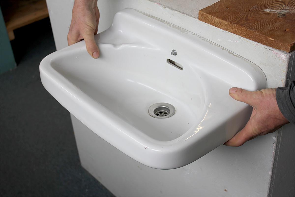 kleines handwaschbecken aus den 70er jahren ein angebot. Black Bedroom Furniture Sets. Home Design Ideas