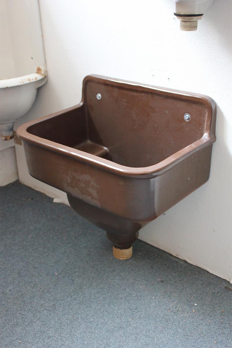 kompromissloses steingut waschbecken ein angebot aus der rubrik waschbecken von florian. Black Bedroom Furniture Sets. Home Design Ideas