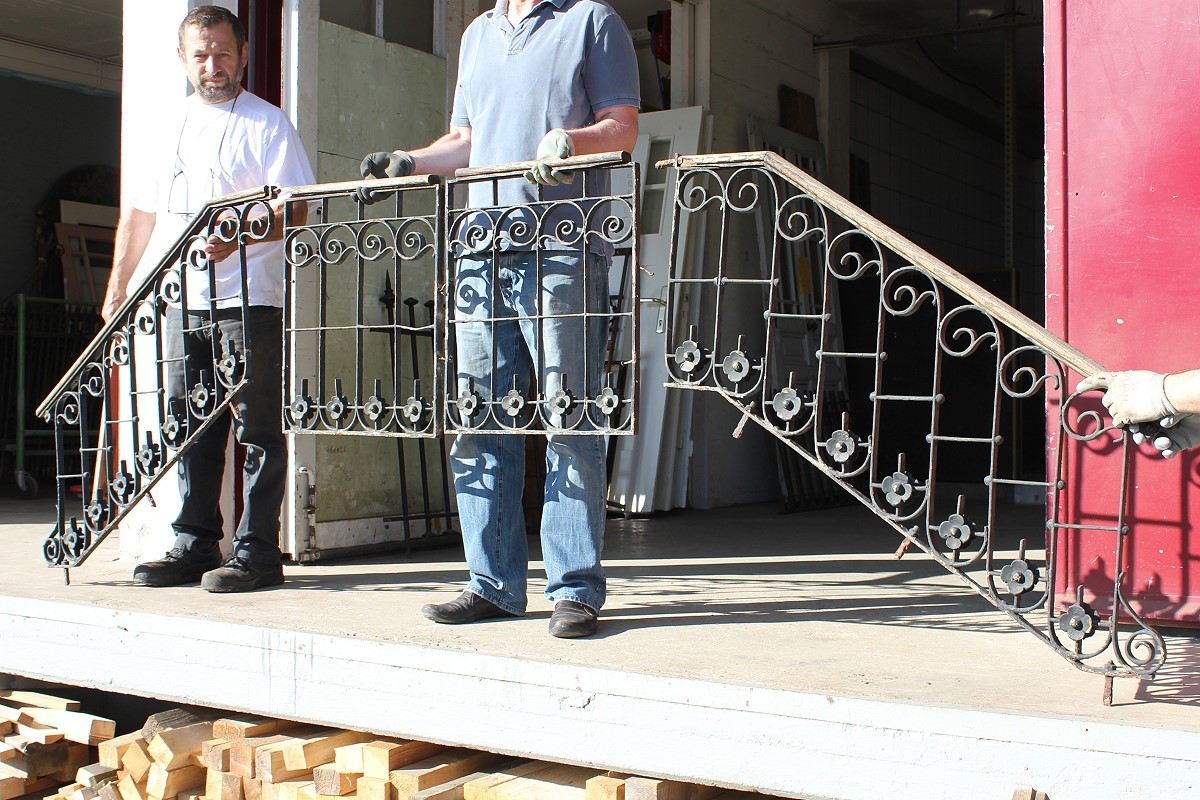 treppengel nder aus eisen angebote von florian langenbeck historische t ren und baustoffe. Black Bedroom Furniture Sets. Home Design Ideas