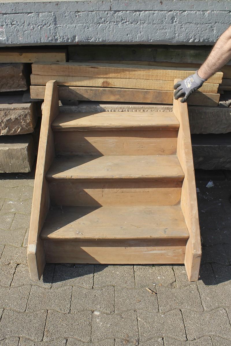 kleines trepplein f rs podestlein ein angebot aus der rubrik treppen und treppenteile aus. Black Bedroom Furniture Sets. Home Design Ideas