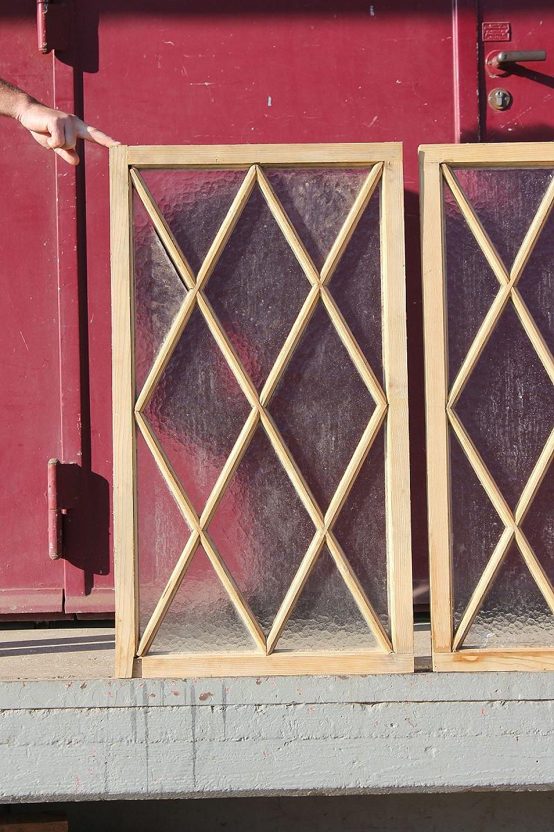 drei fenster mit rauten ein angebot aus der rubrik kleine sprossenfenster von florian. Black Bedroom Furniture Sets. Home Design Ideas