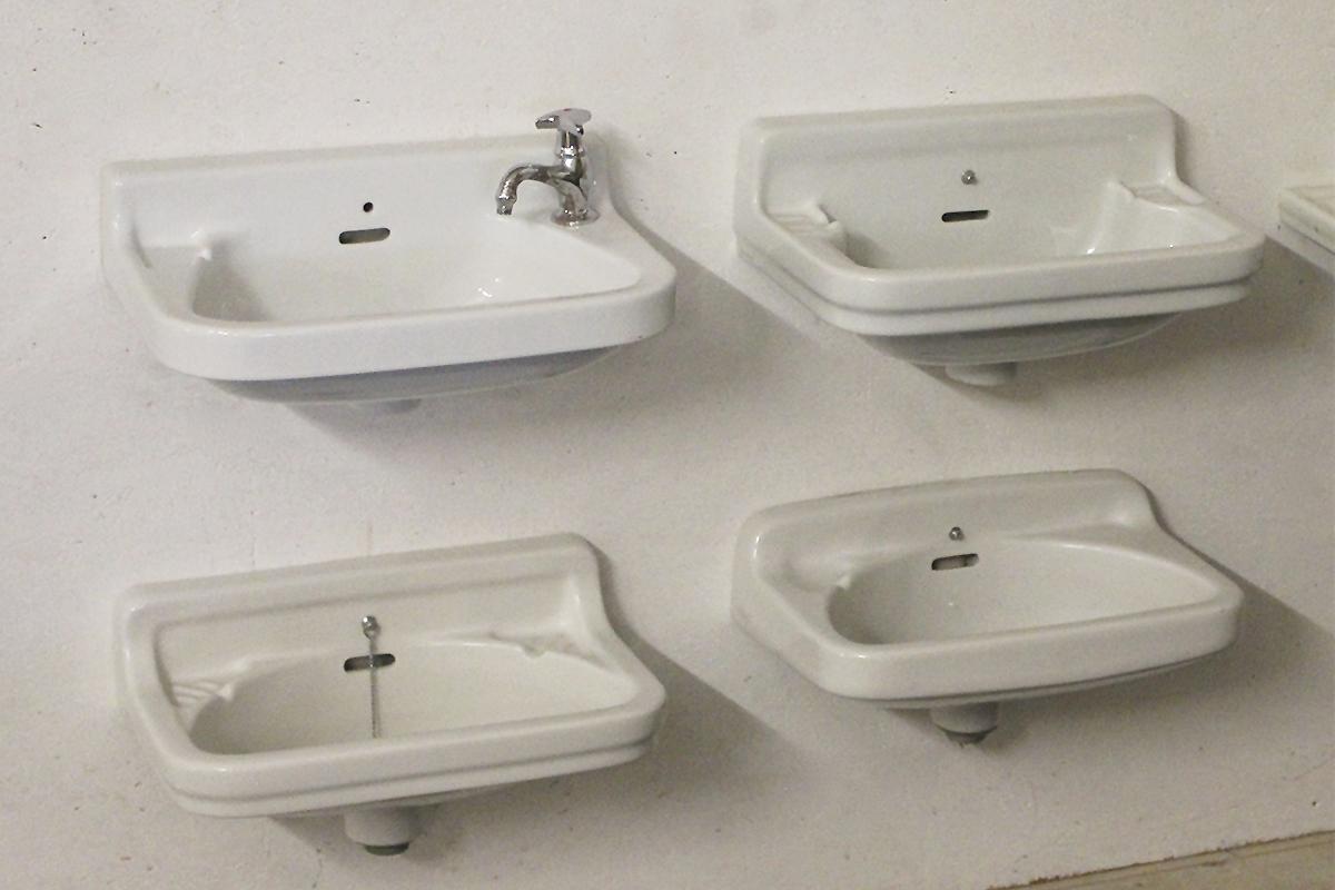 handwaschbecken f r die g stetoilette ein angebot aus der rubrik waschbecken von florian. Black Bedroom Furniture Sets. Home Design Ideas