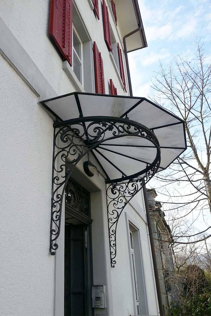 opulentes vordach als r ckl ufer. Black Bedroom Furniture Sets. Home Design Ideas