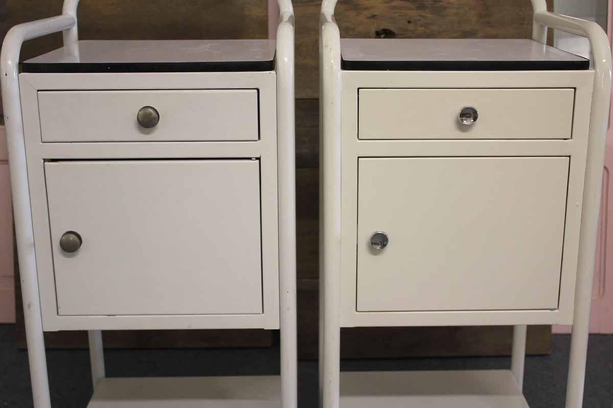 zwei blechschr nkchen ehemals nachttischchen ein angebot aus der rubrik mobiliar f r innen. Black Bedroom Furniture Sets. Home Design Ideas