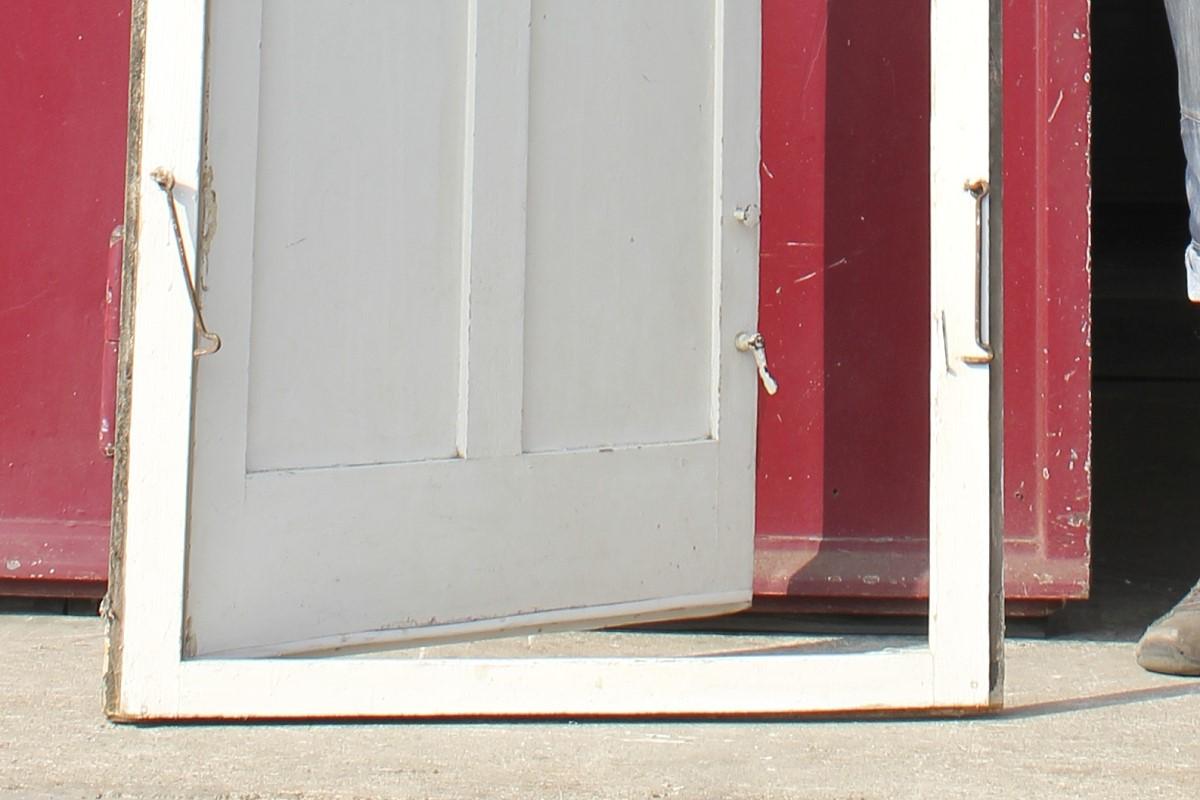 balkont re mit rahmen ein angebot aus der rubrik einfl gelige historische t ren mit gro em. Black Bedroom Furniture Sets. Home Design Ideas