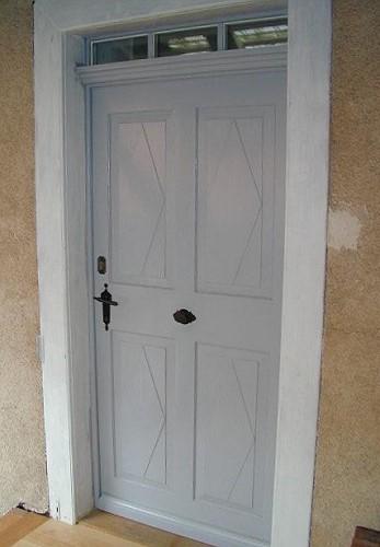 Restaurierte und wieder eingebaute historische Haustür ...