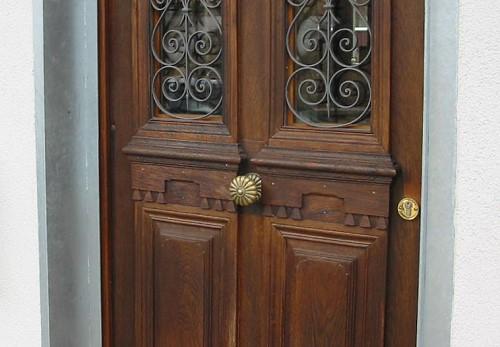 Antike türen  Restaurierte und wieder eingebaute historische Haustür: Antike ...