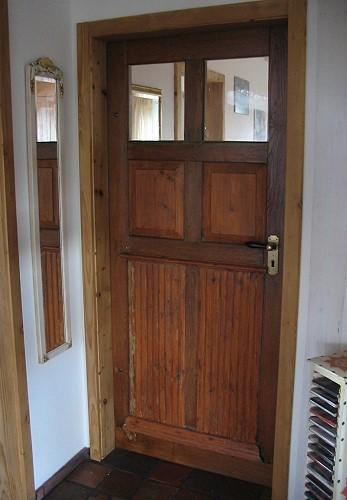 restaurierte und wieder eingebaute historische haust r des. Black Bedroom Furniture Sets. Home Design Ideas