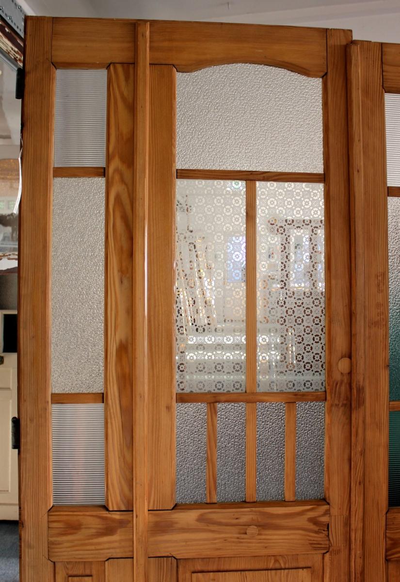 Mehrflügelige historische Türen mit großem Glaseinsatz, alle Höhen ...