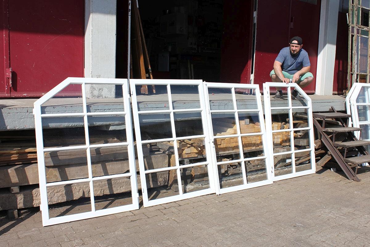 gro e sprossenfenster angebote von florian langenbeck. Black Bedroom Furniture Sets. Home Design Ideas