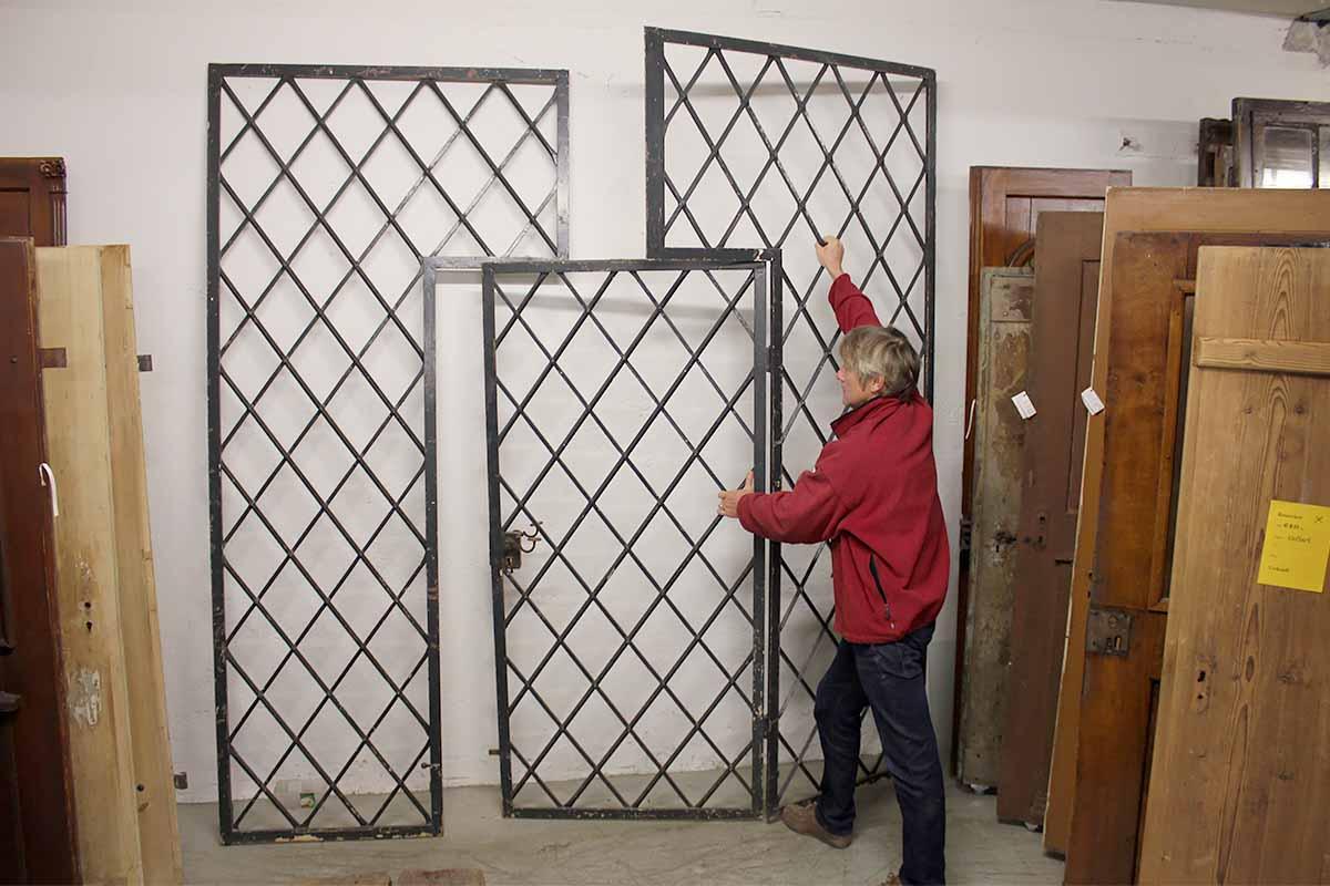 sehr solide gearbeites einfahrtstor mit schlupft re 240 cm breit ein angebot aus der rubrik. Black Bedroom Furniture Sets. Home Design Ideas