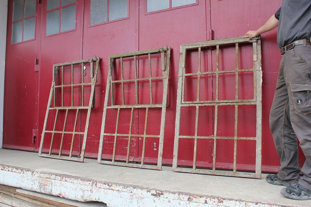 eisenfenster mit auto schlie funktion ein angebot aus der rubrik kleine eisenfenster von. Black Bedroom Furniture Sets. Home Design Ideas