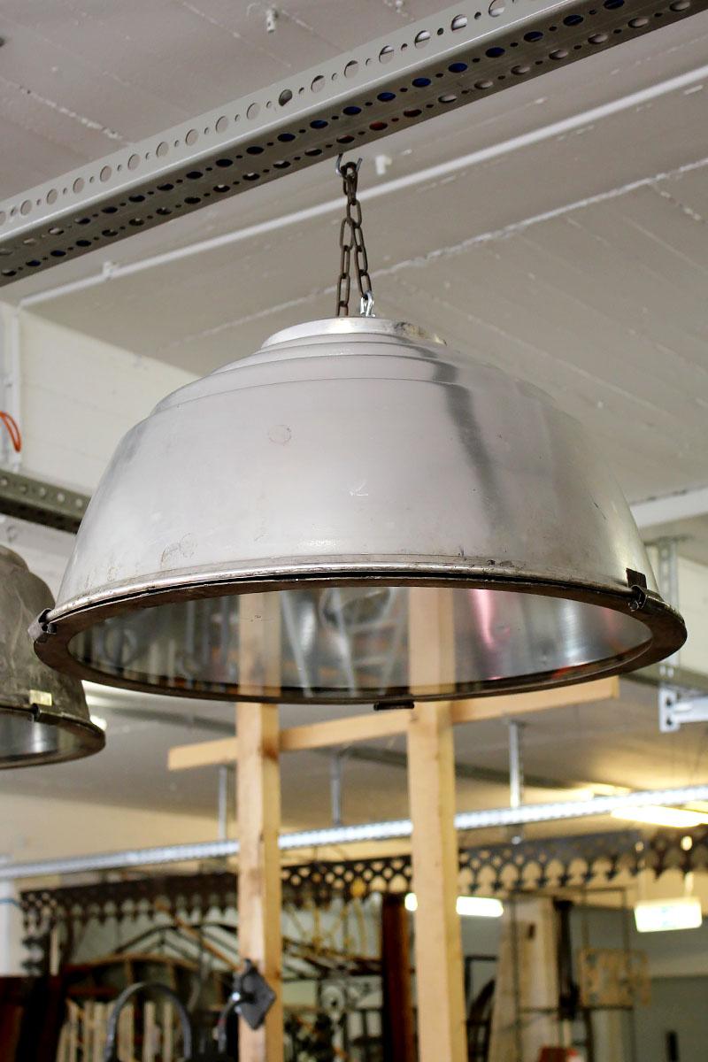 drei gro e industrie lampenschirme mit glasboden ein angebot aus der rubrik lampen und. Black Bedroom Furniture Sets. Home Design Ideas