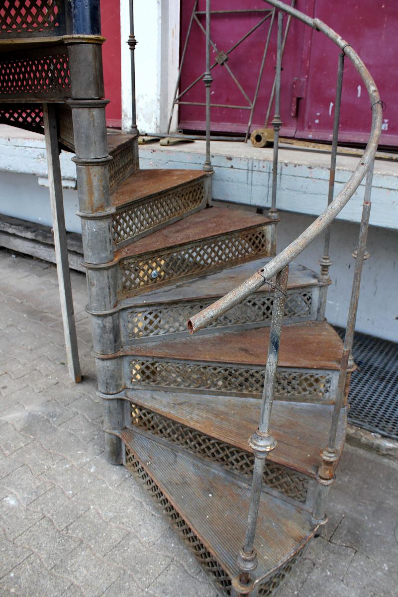 treppen und treppenteile aus holz stein und eisen angebote von florian langenbeck. Black Bedroom Furniture Sets. Home Design Ideas