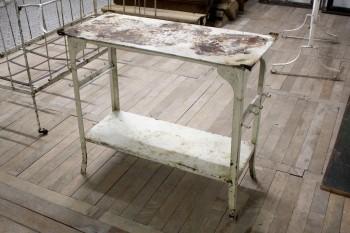beistelltischchen in blech mobiliar f r innen und au en versteigerung historischer. Black Bedroom Furniture Sets. Home Design Ideas