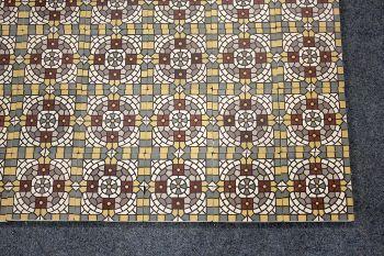 Kleinteiliger Geht Es Nimmer: Fliesenteppich Mit Ungewöhnlichem Muster,  5,4m2